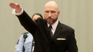 Με ναζιστικό χαιρετισμό στη δίκη του ο Μπρέιβικ (pics)