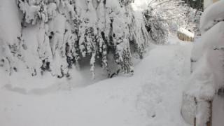 Κακοκαιρία: Χιόνι και παγετός «έκοψαν» το νερό στο Βόλο