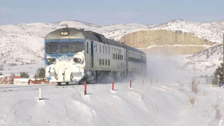 «Κόλλησαν» στα χιόνια 4 αμαξοστοιχίες - Τεράστια ταλαιπωρία για εκατοντάδες επιβάτες