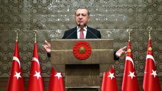 Ερντογάν: «Η πτώση της λίρας οφείλεται σε τρομοκράτες»