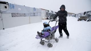 Μάχη με το χιόνι δίνουν οι πρόσφυγες στα Διαβατά (pics)