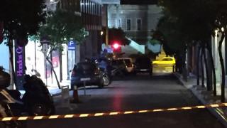 Ύποπτο αυτοκίνητο έξω από την Τράπεζα της Ελλάδος