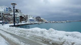 Πλοίο «εξαφανίστηκε» στα κύματα ανάμεσα σε Σκόπελο-Αλόννησο (vid)