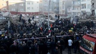 Κατάρρευση κτιρίου στη Κωνσταντινούπολη (pic)