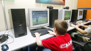 Πόσες ώρες μπορούν να περνούν οι έφηβοι μπροστά σε υπολογιστές;