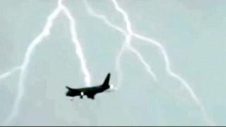 Τρόμος στον αέρα: Κεραυνός χτύπησε Boeing 747 στη Ρωσία (Vid)