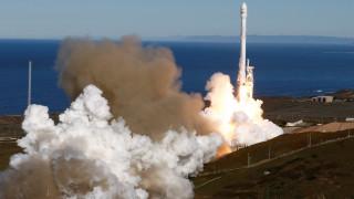 Σε τροχιά οι 10 δορυφόροι του Falcon 9 (pics)