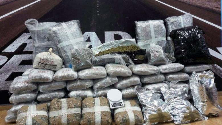 Με κλεμμένα αυτοκίνητα κουβαλούσαν ναρκωτικά στην Άρτα