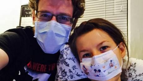 Η γυναίκα που είναι αλλεργική σε όλα… ακόμα και στον άντρα της