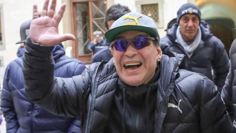 Ο «θεός» Ντιέγκο Μαραντόνα επέστρεψε στη Νάπολι (pics&vids)