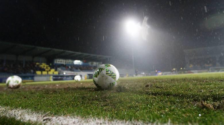 Super League: τραγική κατάσταση στα γήπεδα από την βροχή