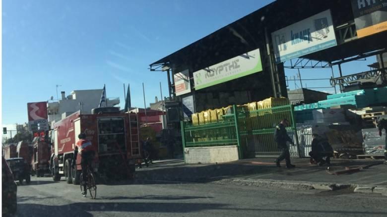 Φωτιά σε χώρο με οικοδομικά υλικά στην Αργυρούπολη (pics)