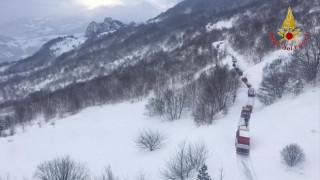 Ιταλία: Καμία ελπίδα για επιζώντες από τη χιονοστιβάδα (vid&pics)