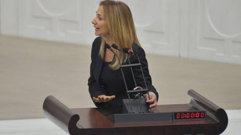 Τουρκία: Βουλευτής δέθηκε στο βήμα της Εθνοσυνέλευσης (pics)