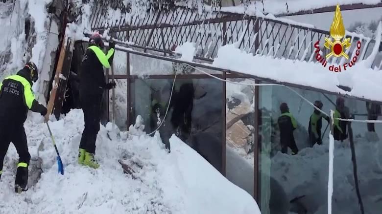 Χιονοστιβάδα Ιταλία: Έξι άνθρωποι εντοπίστηκαν ζωντανοί στο ξενοδοχείο