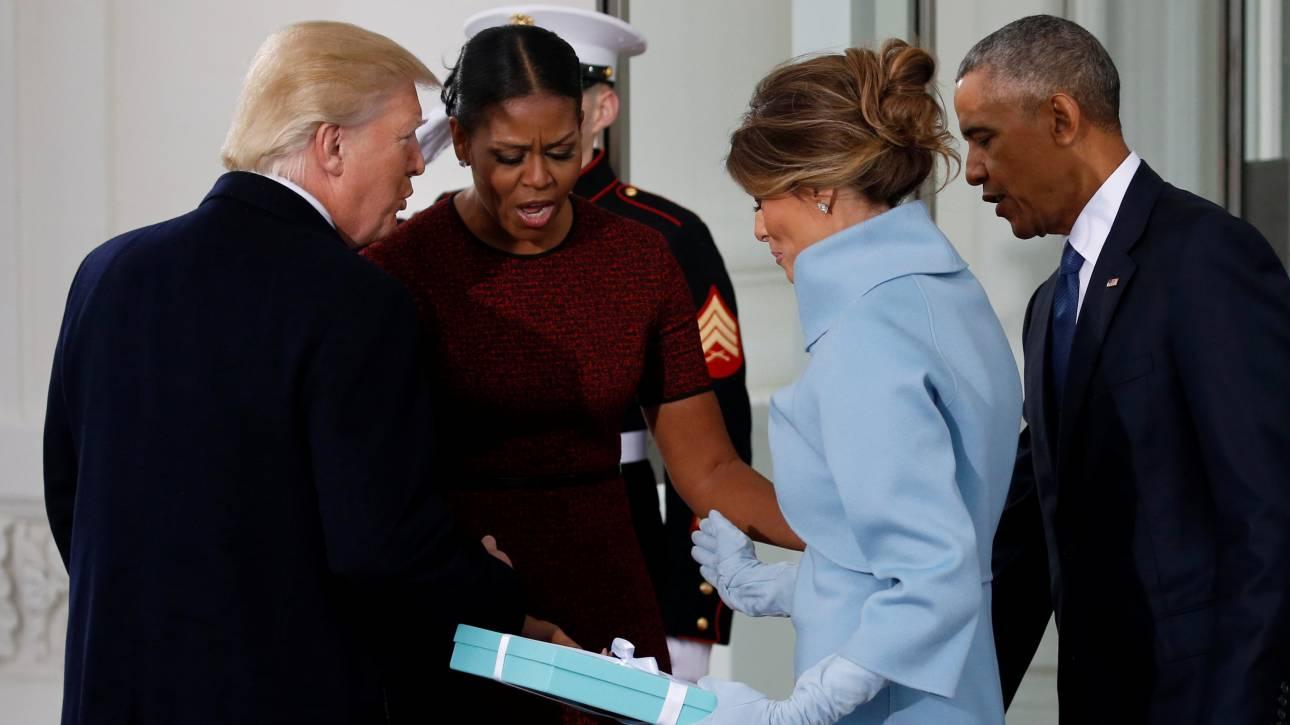 Ορκωμοσία Τραμπ: To δώρο εκτός πρωτοκόλλου που προκάλεσε αμηχανία  (pics)