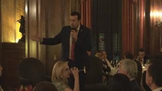 Ο Νίκος Παππάς φόρεσε γραβάτα στην Ουάσιγκτον (pic)