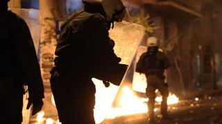 Πέταξαν βόμβες μολότοφ σε διμοιρία των ΜΑΤ στα Εξάρχεια