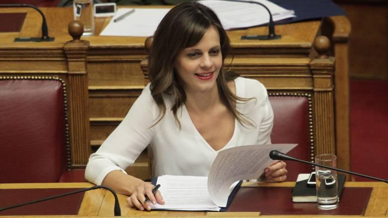 Ε. Αχτσιόγλου: Στο επίκεντρο της κυβέρνησης οι συλλογικές διαπραγματεύσεις