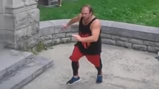 «Γεματούλης» αθλητής του παρκούρ αποδεικνύει ότι όλα είναι δυνατά (vids)