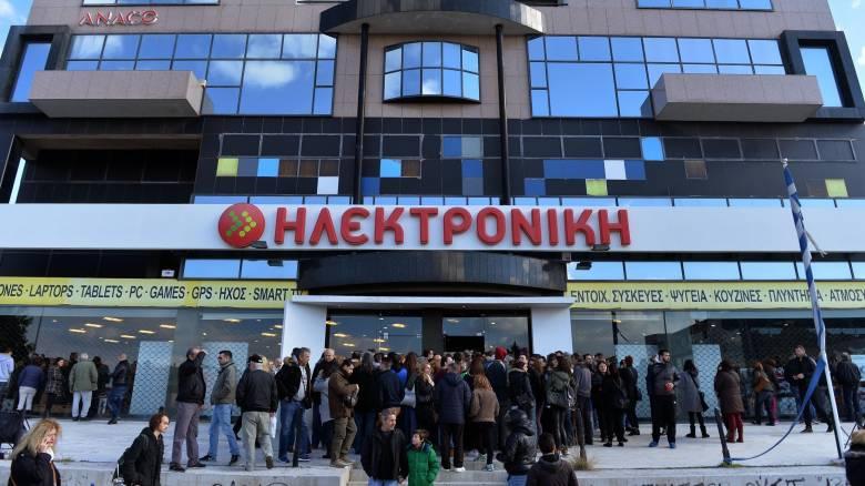 Ηλεκτρονική Αθηνών: Ουρές στην έκθεση των προϊόντων και καταγγελίες (pics)