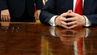 Γιατί οι πρόεδροι των ΗΠΑ υπογράφουν κάθε Διάταγμα με άλλο στυλό και μετά το χαρίζουν