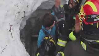 Χιονοστιβάδα Ιταλία: Αφρικανοί μετανάστες συμμετέχουν στην επιχείρηση διάσωσης