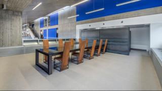 Μέσα στη νέα δωρική Βιβλιοθήκη της Ανωτάτης Σχολής Καλών Τεχνών