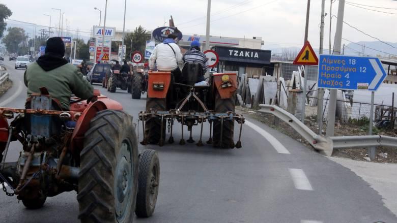Ανάβουν τις μηχανές οι αγρότες - Δίωρος αποκλεισμός εθνικών οδών