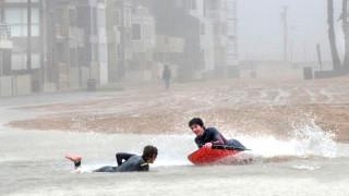 Water sports στους πλημμυρισμένους δρόμους της Καλιφόρνια