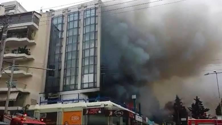 Φωτιά σε πολυκατοικία στο Γαλάτσι (vid)