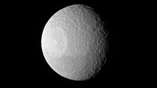 Το «Αστρο του Θανάτου» σε τροχιά γύρω από τον Κρόνο