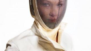H Bella Hadid ξιφομαχεί για τη μόδα στη Vogue Paris