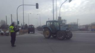 Αγρότες: Κλειστή η Εθνική οδός Σερρών - Θεσσαλονίκης (vid)