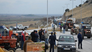 Μπλόκα αγροτών: Κλειστή η νέα εθνική οδός Λάρισας-Κοζάνης