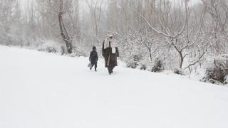 Αφγανιστάν: Πεθαίνουν παιδιά από το πολικό ψύχος