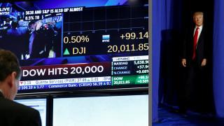 Τα προεδρικά διατάγματα Τραμπ εκτοξεύουν τον Dow Jones