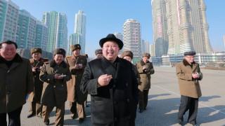 Ο Κιμ Γιονγκ Ουν έκανε νέα εμφάνιση (pics)