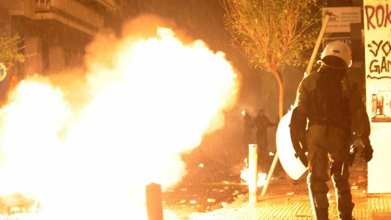 Επίθεση με μολότοφ σε διμοιρία στη Χαριλάου Τρικούπη