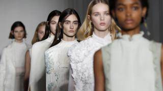 Το Παρίσι υποκλίθηκε στις Νύμφες του Valentino