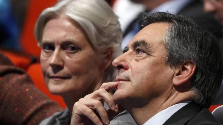 Φρανσουά Φιγιόν: Διαψεύδει τα δημοσιεύματα για τη σύζυγό του και μένει στην κούρσα