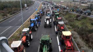 Αγρότες: Κλιμακώνουν τις κινητοποιήσεις-Πού έχουν στηθεί τα μπλόκα