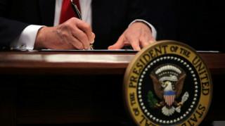 Νέα μέτρα ελέγχου για αυστηρότερη είσοδο στις ΗΠΑ υπέγραψε ο Τραμπ