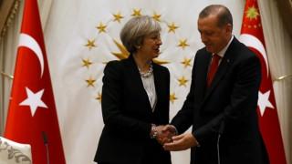 Τερέζα Μέι και Ερντογάν δημιουργούν ομάδα εργασίας μετά το Brexit