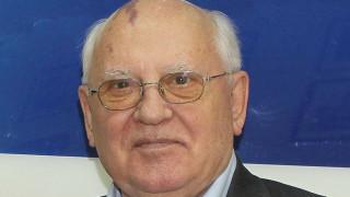 Ο Γκορμπατσόφ προειδοποιεί: «Ο κόσμος ετοιμάζεται για πόλεμο»