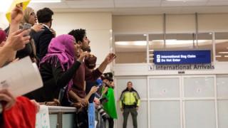 ΗΠΑ: Δικαστική απόφαση βάζει φρένο στο διάταγμα του Τραμπ για απελάσεις