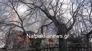 Στις φλόγες η Ιερά Μονή Βαρνάκοβας (pics&vid)