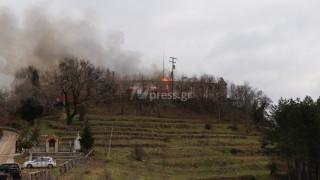 Σε ύφεση η φωτιά στην Ιερά Μονή Βαρνάκοβας