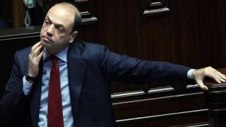 Ιταλός ΥΠΕΞ: Η ΕΕ δεν μπορεί να επικρίνει το αντιμεταναστευτικό διάταγμα Τραμπ