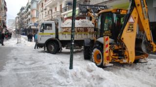 Με φορτηγά μεταφέρουν το χιόνι από την Φλώρινα (pics)